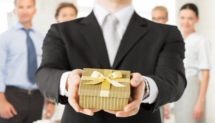 Do You Reward Employees At Holiday Time?